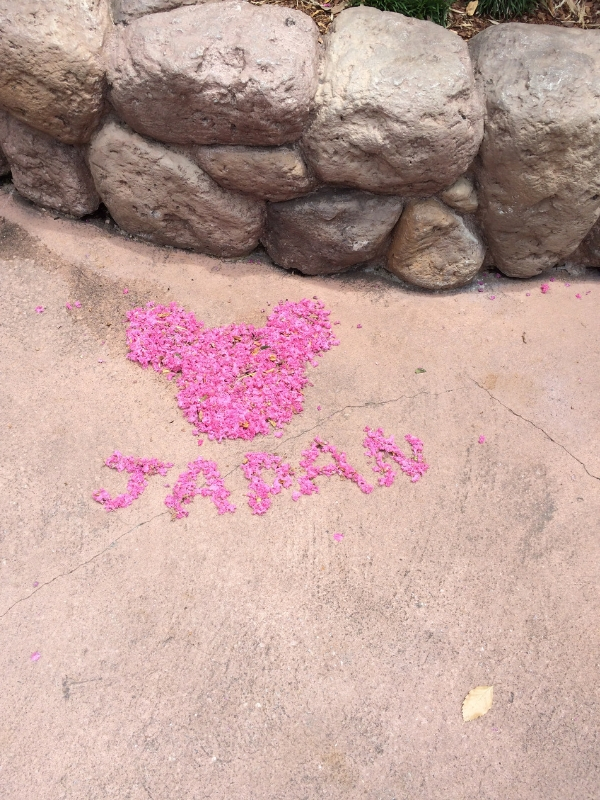 hidden Mickey in Japan pavilion at Epcot